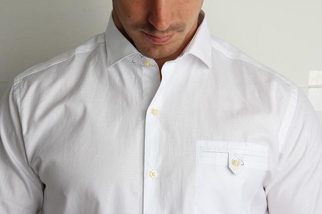 muž v košili