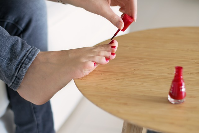 noha na stole