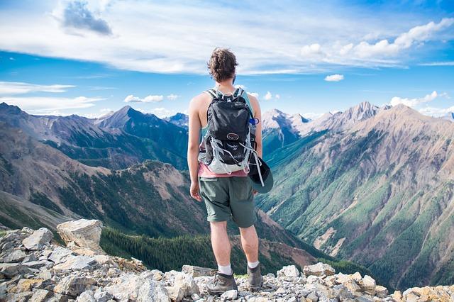 muž vysoko v horách.jpg